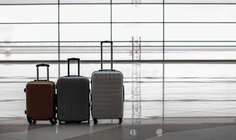 Τρία valises είναι στην τελική αίθουσα στοκ φωτογραφίες με δικαίωμα ελεύθερης χρήσης