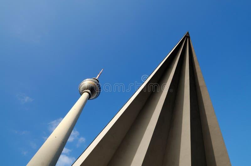 τρίγωνο τηλεοπτικών πύργω&nu στοκ εικόνες