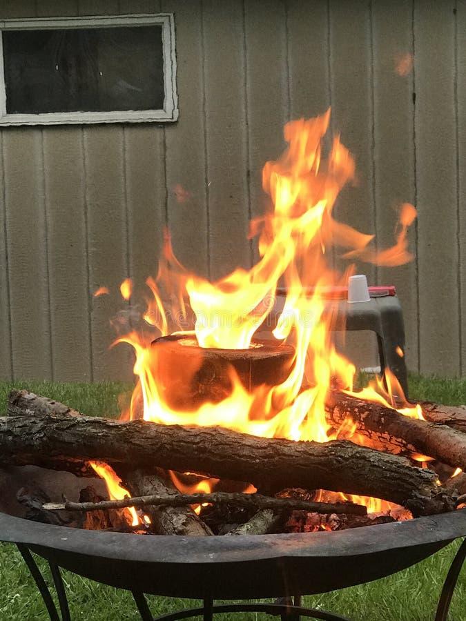 Τρίξιμο πυρκαγιάς στοκ φωτογραφίες με δικαίωμα ελεύθερης χρήσης