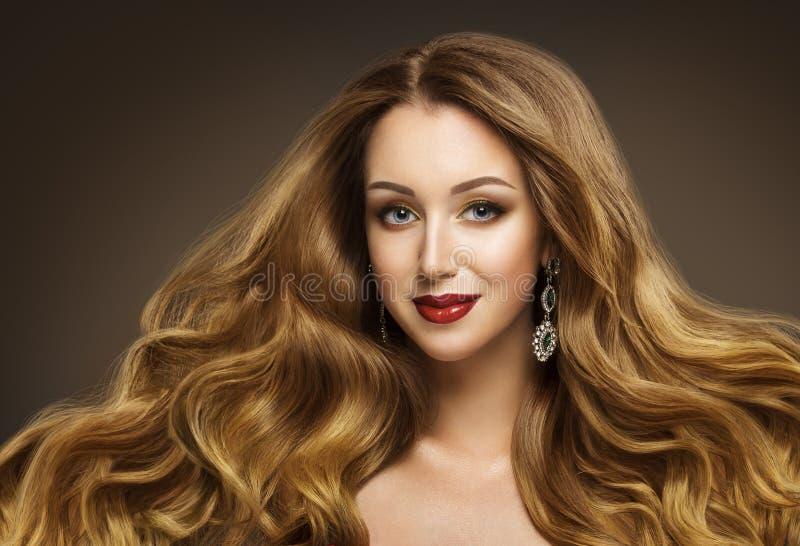 Τρίχα γυναικών, μόδα πρότυπο Hairstyle, μακρυμάλλες ύφος GirÐ, στοκ εικόνες με δικαίωμα ελεύθερης χρήσης