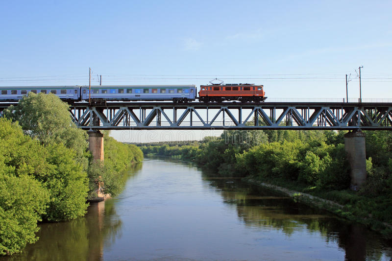 τραίνο γεφυρών στοκ εικόνα