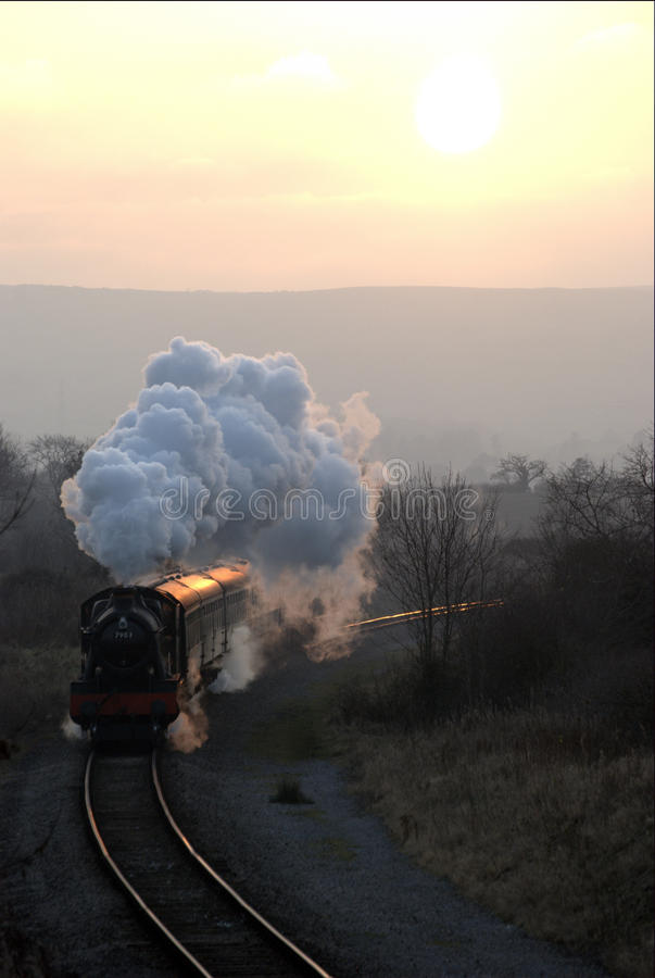 τραίνο ηλιοβασιλέματος στοκ εικόνες