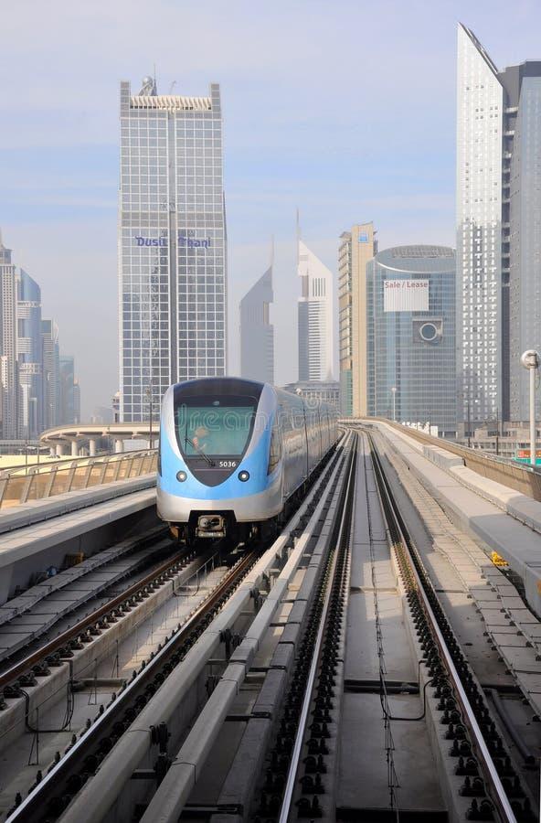 τραίνο μετρό του Ντουμπάι στοκ φωτογραφίες