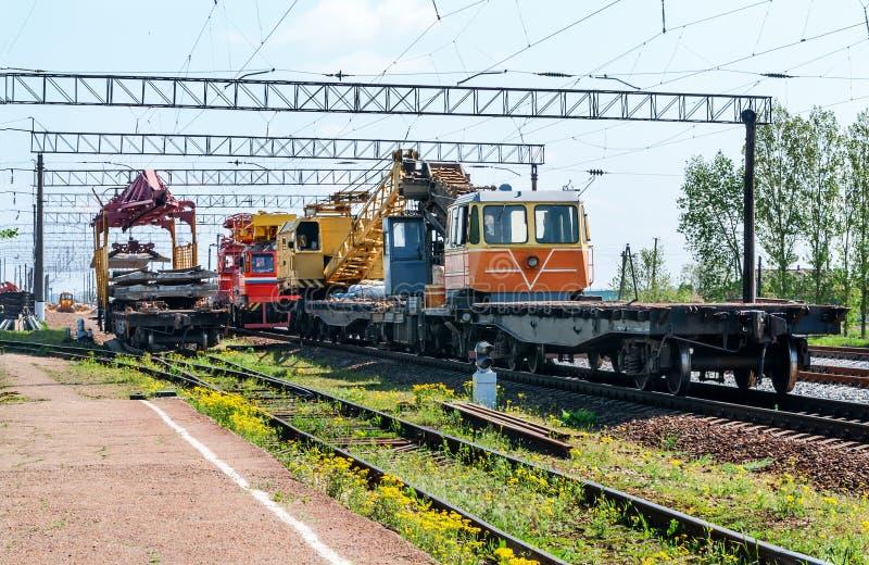 Τραίνο με τον ειδικό εξοπλισμό διαδρομής στοκ φωτογραφία με δικαίωμα ελεύθερης χρήσης