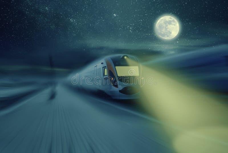 Τραίνο νύχτας υψηλής ταχύτητας στοκ εικόνες με δικαίωμα ελεύθερης χρήσης