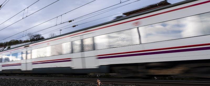 Τραίνο που κινείται με τη μεγάλη ταχύτητα στοκ εικόνες