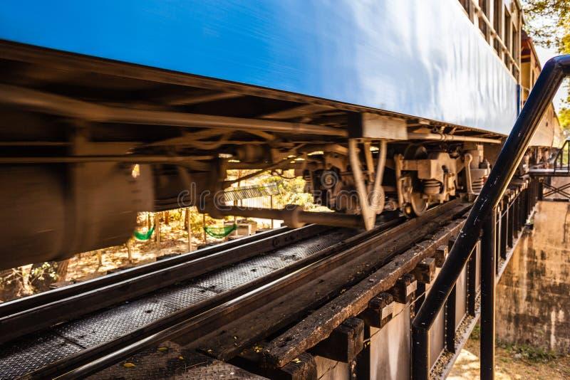 Download Τραίνο που περνά από στοκ εικόνα. εικόνα από ρυμουλκό - 62713007