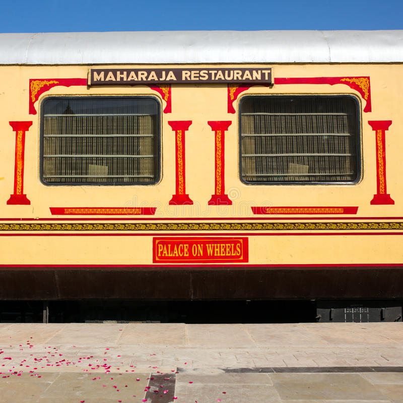 Τραίνο σε Wheelsπολυτέλειας «παλάτι» στην Ινδία στοκ εικόνα με δικαίωμα ελεύθερης χρήσης