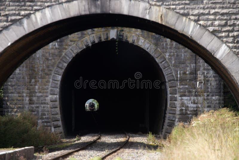 Τραίνο στη σήραγγα στοκ φωτογραφία με δικαίωμα ελεύθερης χρήσης