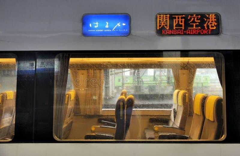 Τραίνο στον Kansai-αερολιμένα στην Οζάκα στοκ φωτογραφία