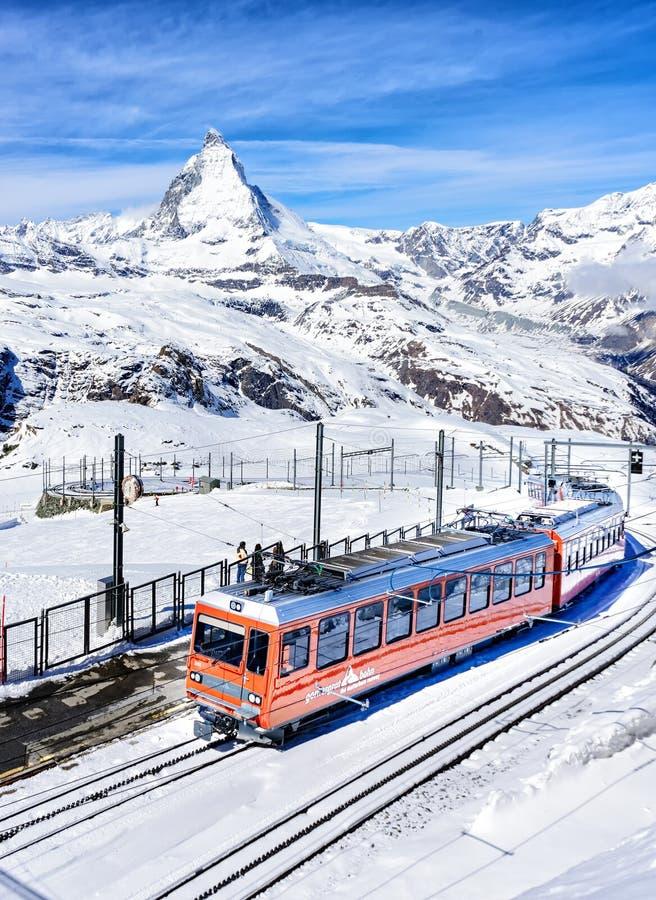 Τραίνο στο μέγιστο σημείο άποψης matterhorn στοκ φωτογραφίες
