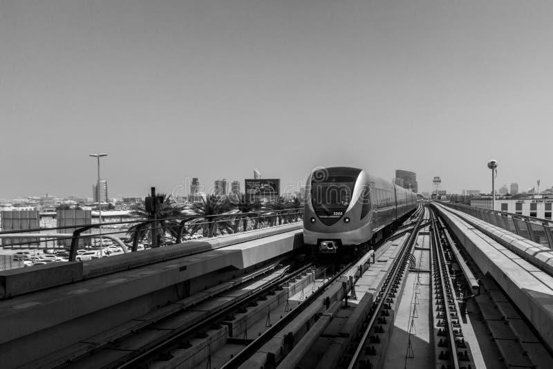 Τραίνο στο Ντουμπάι στοκ φωτογραφίες