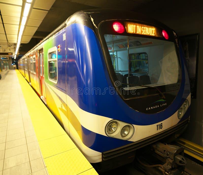 Τραίνο στο σταθμό προκυμαιών SkyTrain στοκ εικόνες με δικαίωμα ελεύθερης χρήσης
