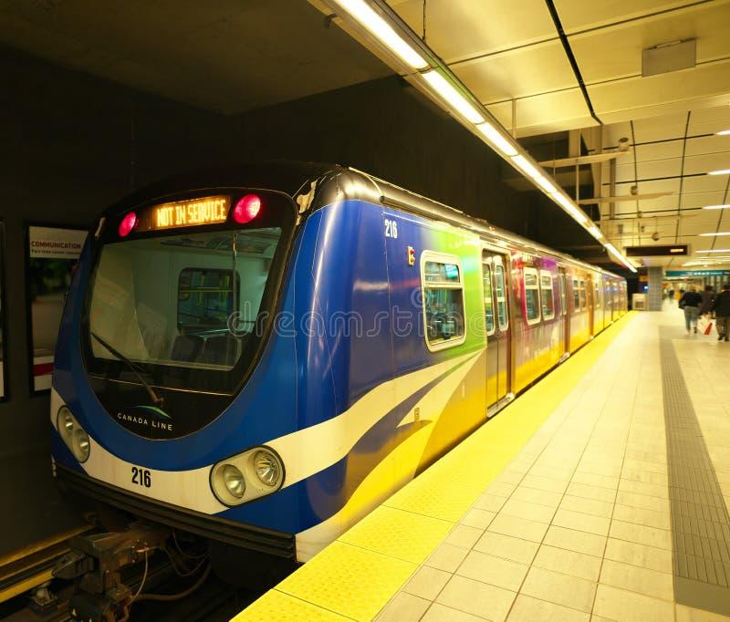 Τραίνο στο σταθμό προκυμαιών SkyTrain στοκ εικόνες