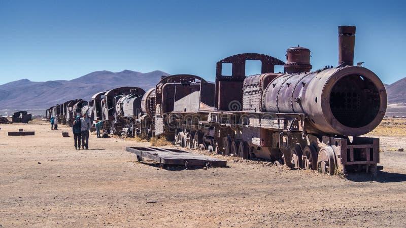 Τραίνο Cementery έξω από το χωριό Uyuni, Salar de Uyuni, Ποτόσι στοκ εικόνα