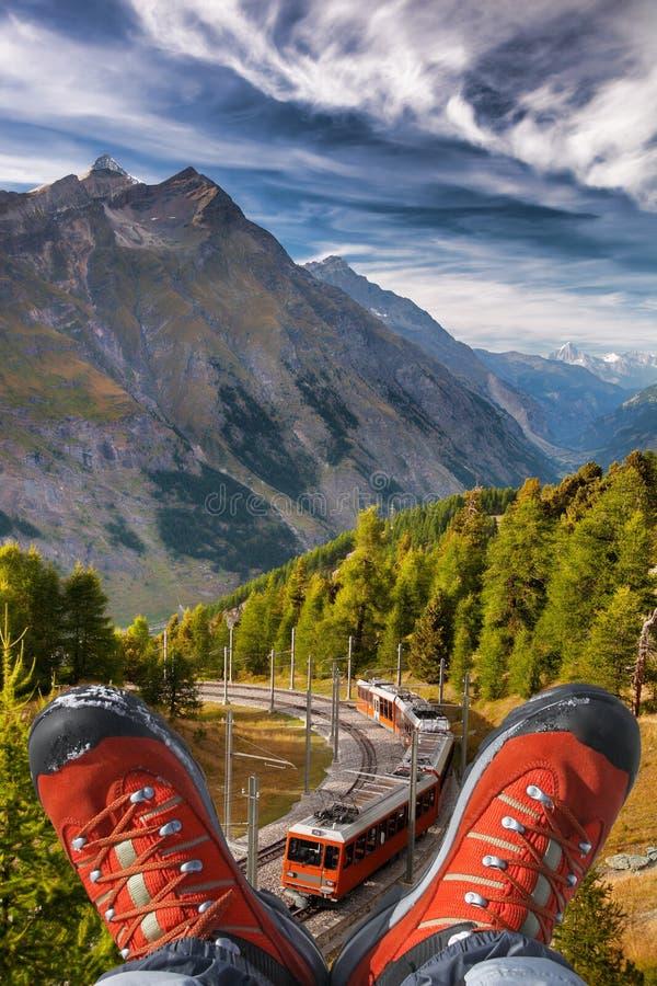 Τραίνο Gornergrat με τις μπότες πεζοπορίας σε Zermatt, ελβετικές Άλπεις στοκ φωτογραφίες με δικαίωμα ελεύθερης χρήσης