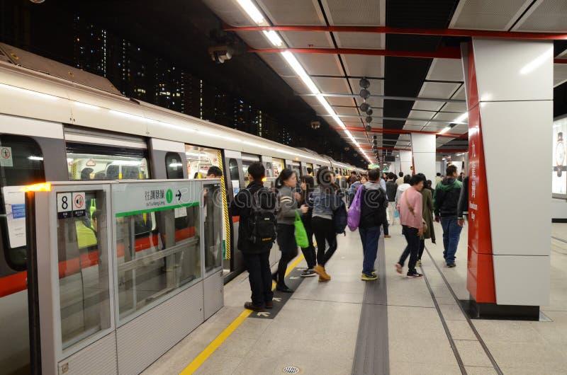 Τραίνο MTR στο σταθμό στο Χονγκ Κονγκ στοκ φωτογραφία