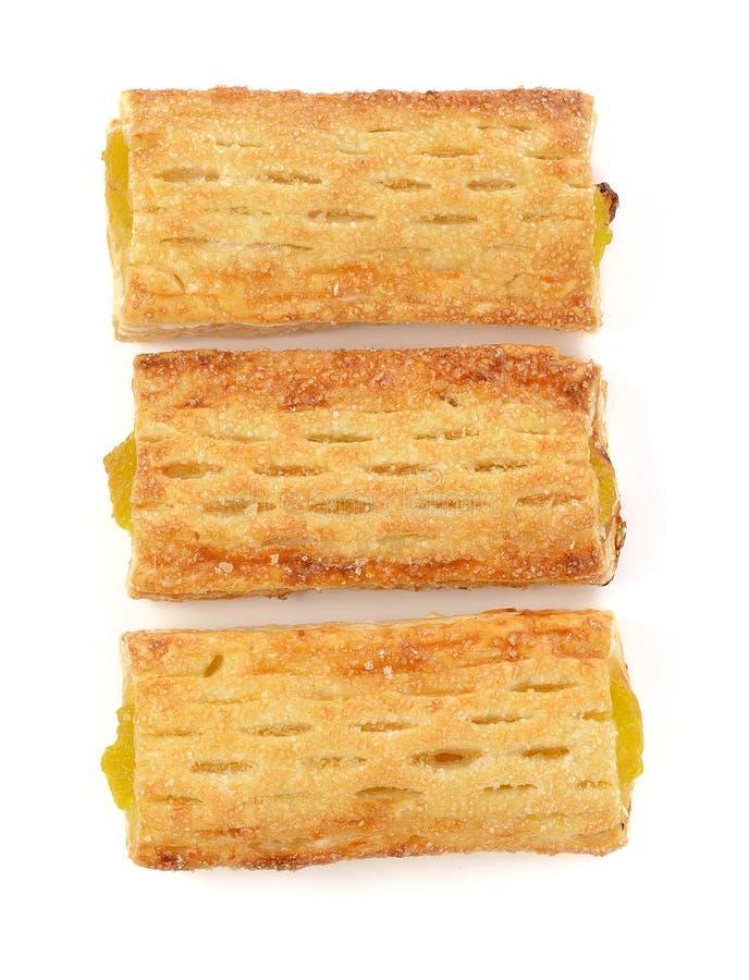 Τραγανή πίτα με τον ανανά που απομονώνεται στο άσπρο υπόβαθρο στοκ φωτογραφίες