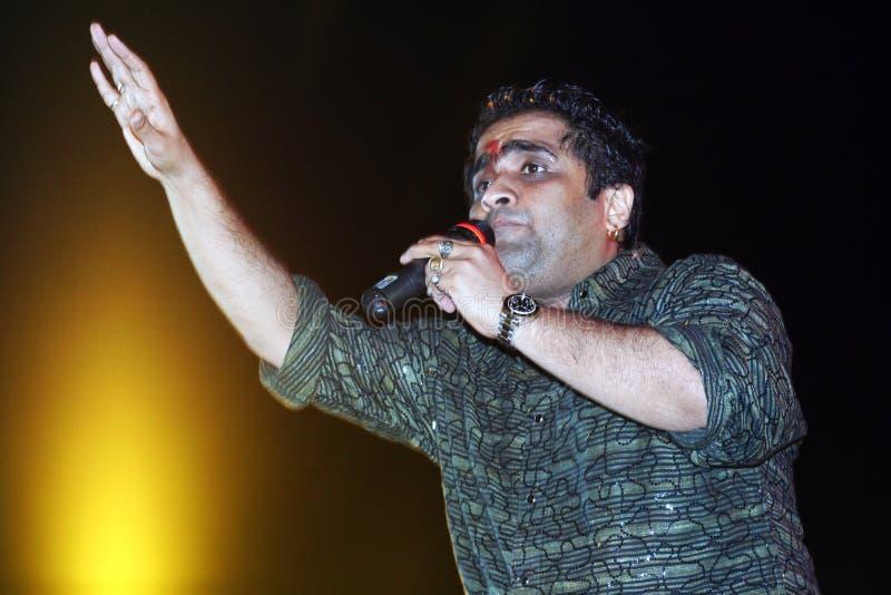 Τραγουδιστής ακρόασης Bollywood στοκ φωτογραφία με δικαίωμα ελεύθερης χρήσης