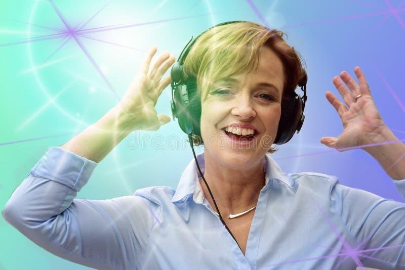 τραγουδώντας γυναίκα στοκ φωτογραφίες με δικαίωμα ελεύθερης χρήσης