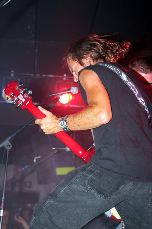 Τραγούδι κιθαριστών σε μια ζώνη στοκ εικόνα