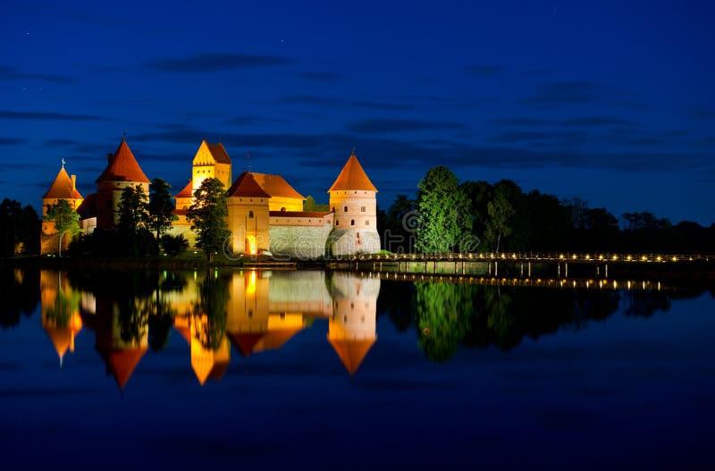 Τρακάι Castle τη νύχτα στοκ εικόνες