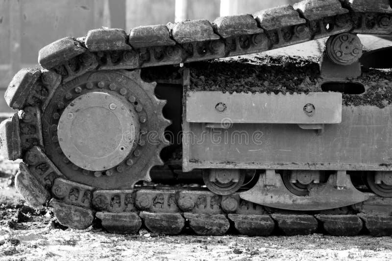 Τρακτέρ μετάλλων εκσκαφέων εκσακαφέων βιομηχανικών μηχανημάτων μπουλντόζων αντιολισθητικών αλυσίδων στοκ φωτογραφία με δικαίωμα ελεύθερης χρήσης
