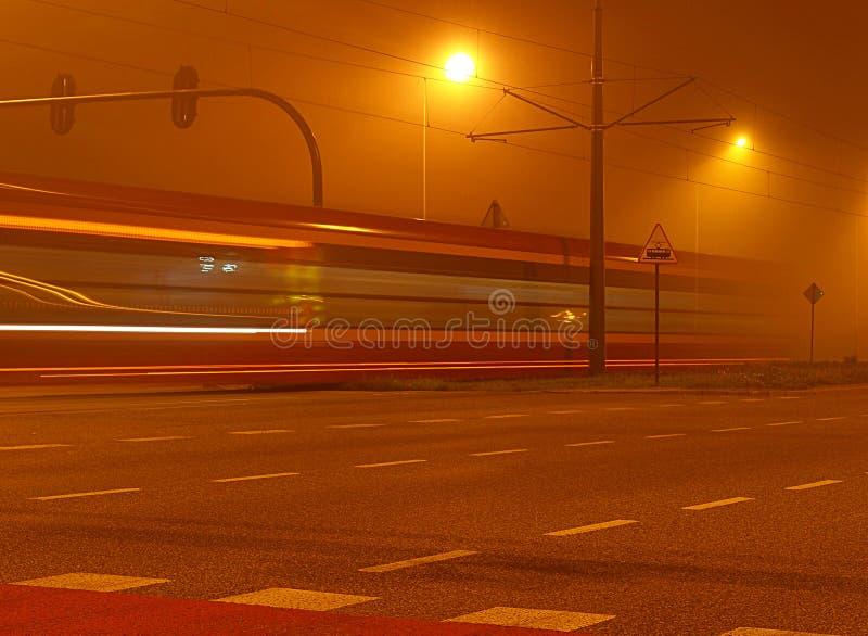 Τραμ στην ομίχλη στοκ εικόνες με δικαίωμα ελεύθερης χρήσης