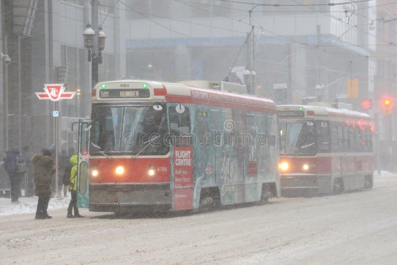 Τραμ στο στο κέντρο της πόλης Τορόντο στοκ εικόνες