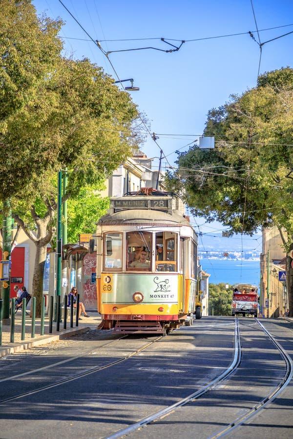 Τραμ 28 Alfama στοκ εικόνα με δικαίωμα ελεύθερης χρήσης