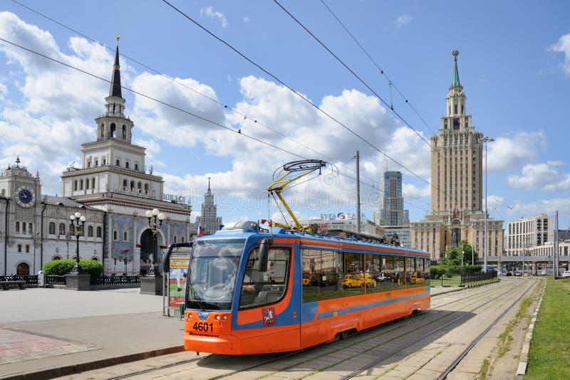 Τραμ ktm-23 στην πλατεία Komsomolskaya - μεταφορά της Μόσχας στοκ εικόνες