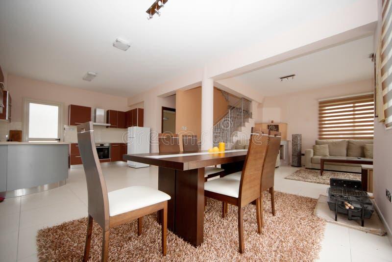Τραπεζαρία, κουζίνα και καθιστικό στοκ φωτογραφία με δικαίωμα ελεύθερης χρήσης