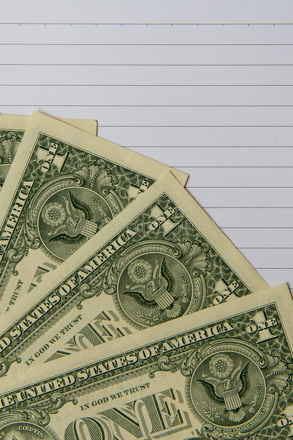 Τραπεζογραμμάτια δολαρίων στο σημειωματάριο για την οικονομική έννοια στοκ φωτογραφία με δικαίωμα ελεύθερης χρήσης