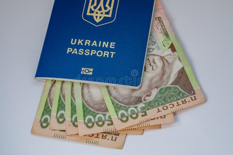 Τραπεζογραμμάτια των αμερικανικών δολαρίων και του ουκρανικού hryvnia στοκ εικόνα με δικαίωμα ελεύθερης χρήσης