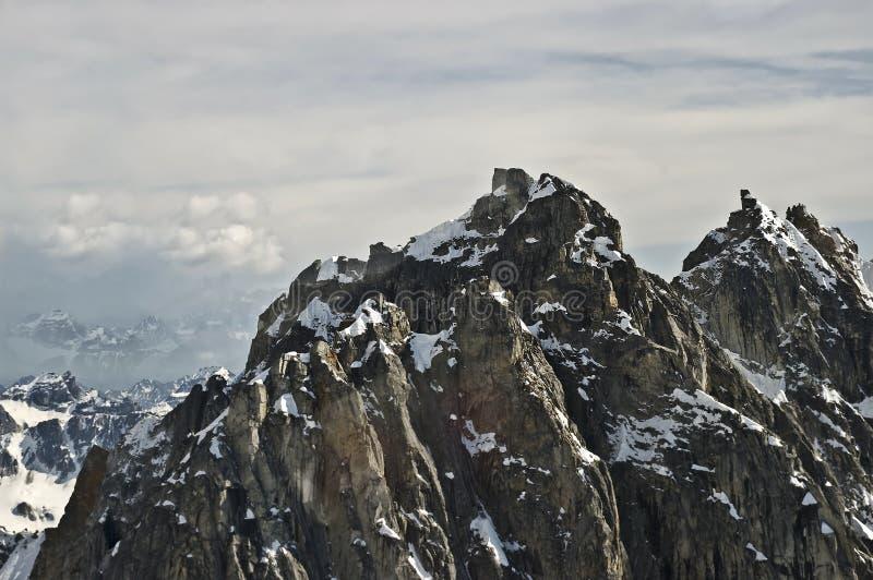 τραχιά κορυφή βουνών στοκ φωτογραφία με δικαίωμα ελεύθερης χρήσης