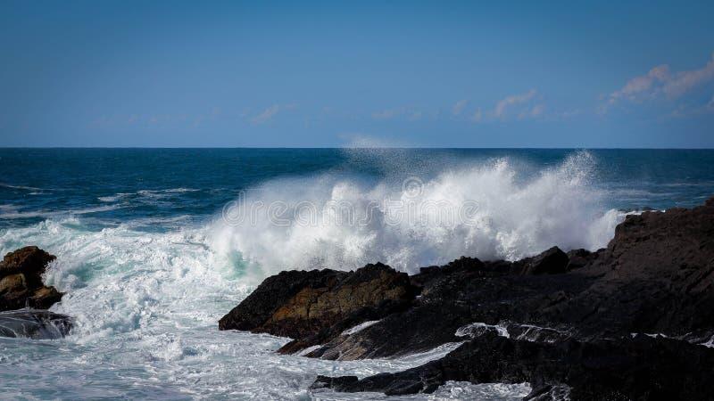 τραχιά κύματα στοκ εικόνα με δικαίωμα ελεύθερης χρήσης