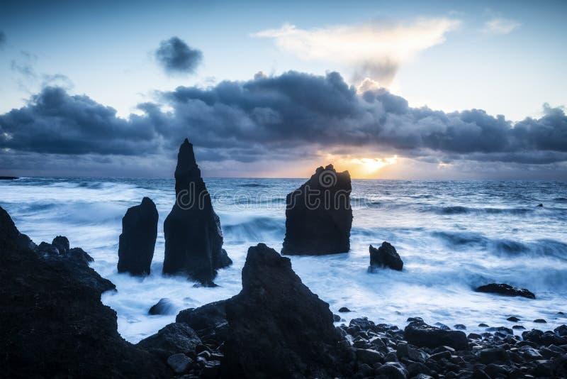 Τραχιά παραλία στην Ισλανδία στοκ φωτογραφία με δικαίωμα ελεύθερης χρήσης