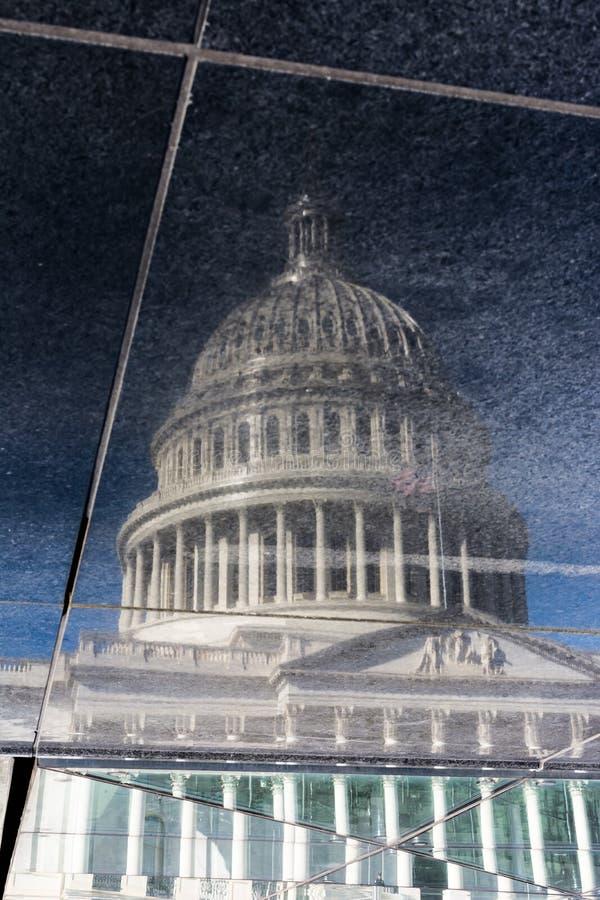 Τραχύ σκοτάδι σύστασης επιφάνειας κεραμιδιών αντανάκλασης του Washington DC Catpiol στοκ φωτογραφίες