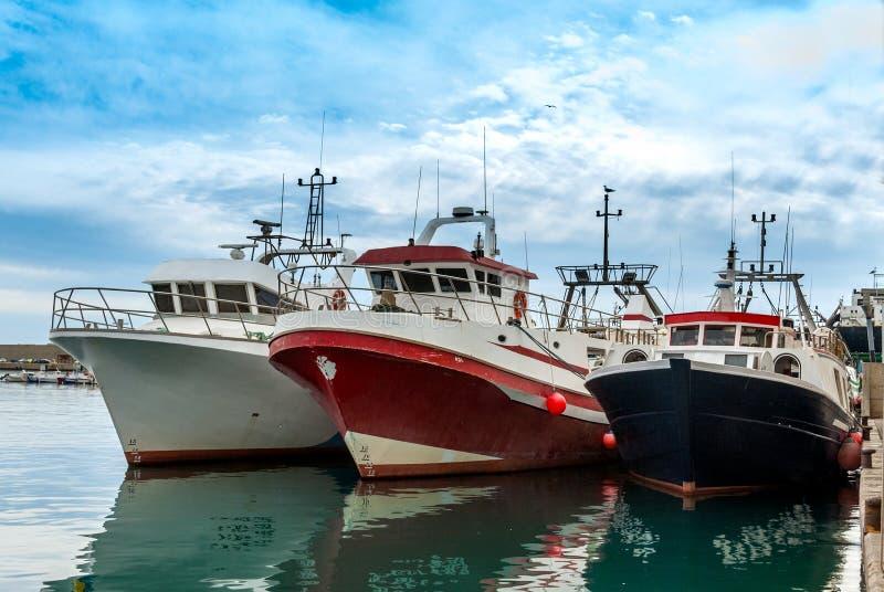 Τρεις αλιευτικά σκάφη στοκ εικόνα με δικαίωμα ελεύθερης χρήσης