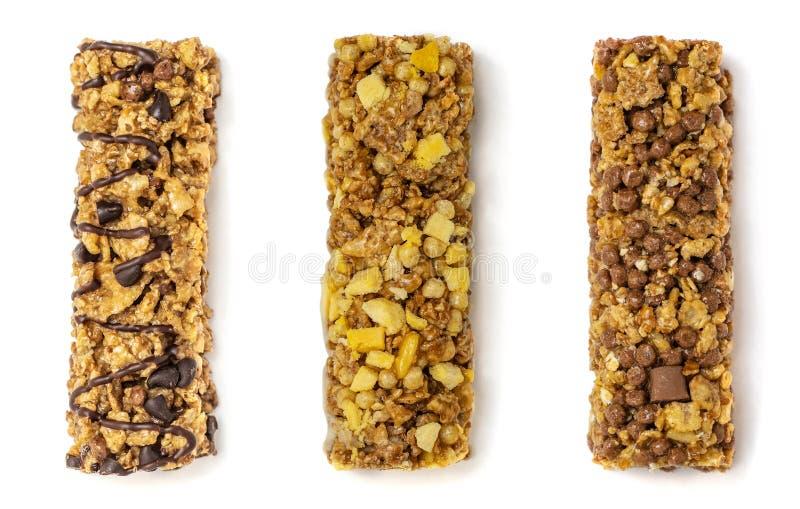 Τρεις διαφορετικοί φραγμοί granola με τα δημητριακά και σοκολάτα που απομονώνεται στο άσπρο υπόβαθρο r στοκ φωτογραφία με δικαίωμα ελεύθερης χρήσης