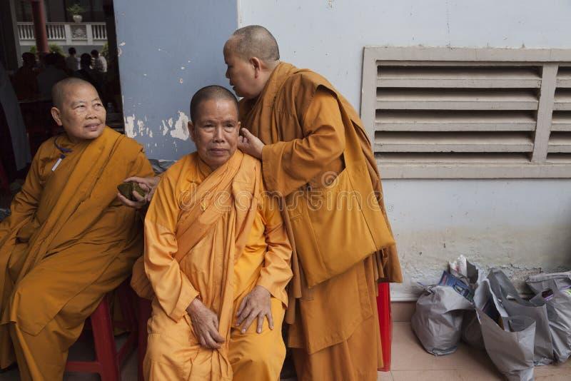 Τρεις θηλυκοί μοναχοί στοκ εικόνες