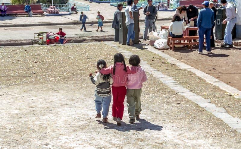 Τρεις μικρές αδελφές σε Cuzco στοκ εικόνες