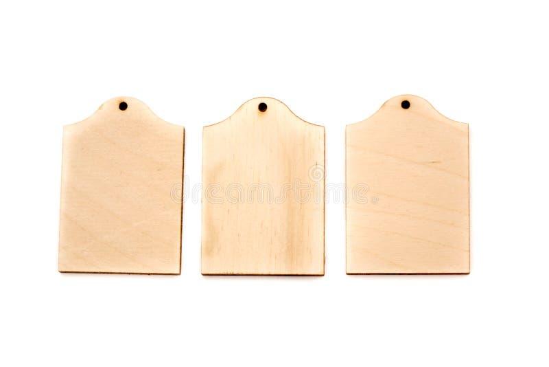 τρεις ξύλινες μάρκες απομονωμένες σε λευκό φόντο στοκ εικόνα