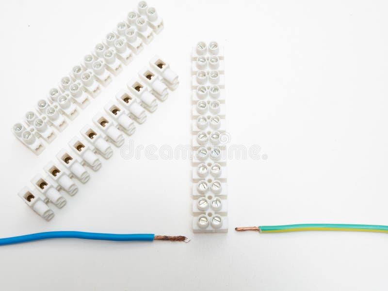 Τρεις πίνακες σύνδεσης καλωδίων χαλκού στο λευκό στοκ φωτογραφία με δικαίωμα ελεύθερης χρήσης
