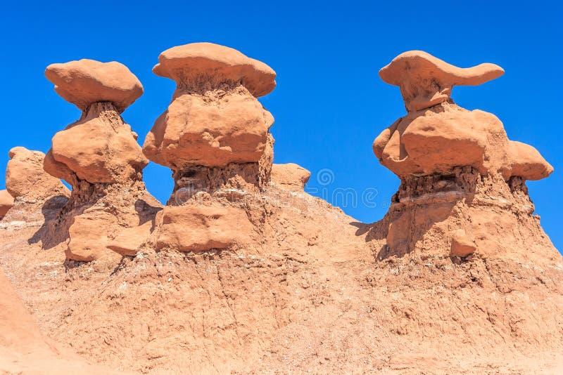 Τρεις πυραμίδες βράχου Hoodoo στο κρατικό πάρκο Γιούτα ΗΠΑ κοιλάδων Goblin στοκ εικόνες με δικαίωμα ελεύθερης χρήσης