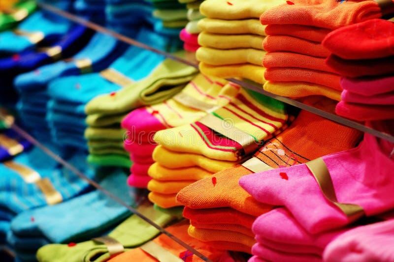 Ζωηρόχρωμες κάλτσες στοκ εικόνα