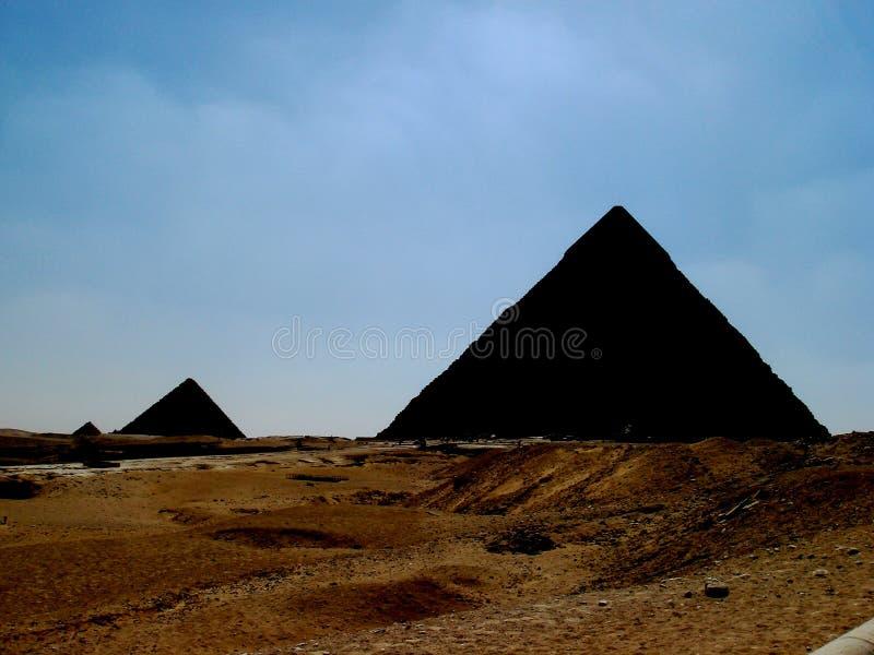 Τρεις σκιαγραφίες των πυραμίδων στοκ φωτογραφίες