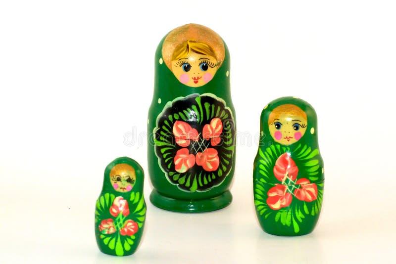 Τρεις χρωματισμένες να τοποθετηθεί κούκλες στοκ εικόνα με δικαίωμα ελεύθερης χρήσης