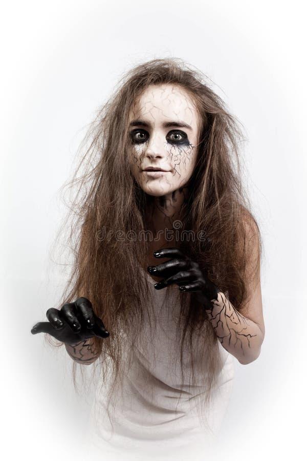 Τρελλό κορίτσι με την ατημέλητες τρίχα, τα μαυρισμένα μάτια και τις φλέβες έννοια αποκριών και ημέρα των νεκρών στοκ εικόνα