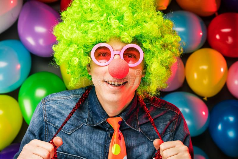 Τρελλό νέο άτομο κόμματος - φωτογραφία θαλάμων φωτογραφιών στοκ φωτογραφία με δικαίωμα ελεύθερης χρήσης